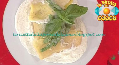 Fagottini di crespelle con fagiolini e crema di formaggio ricetta Valbuzzi da Prova del Cuoco