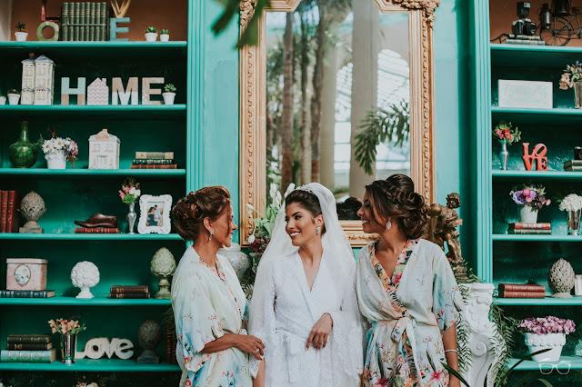 casamento real, casamento a céu aberto, casamento no jardim, casamento no campo, passarela de espelho, flores do campo, cerimônia, decoração de cerimônia, varal de lâmpadas, irmã da noiva, mãe da noiva, robe da noiva