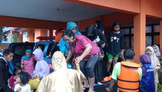 Tim BPBD Kep. Selayar, Evakuasi Puluhan Warga Terdampak Banjir