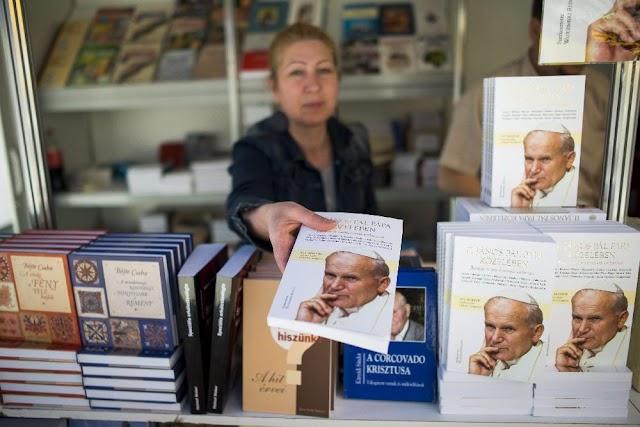Megnyílt a 27. Szent István Könyvhét Budapesten
