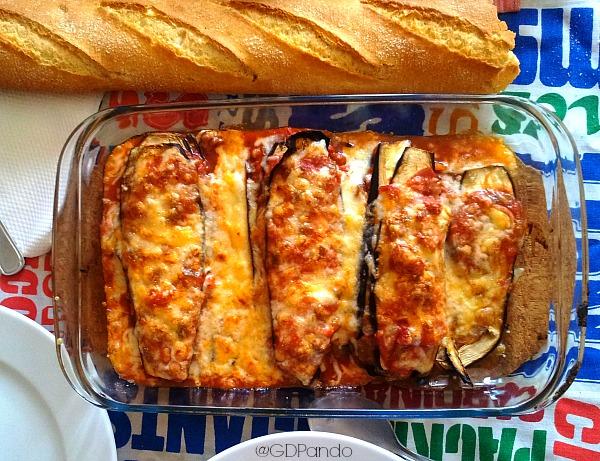 Berenjenas al horno con salsa de tomate y mozarrella