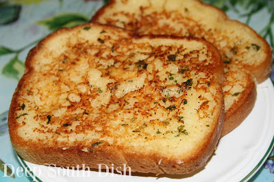 Skillet Parmesan Cheese Toast - a garlic butter bread with Parmesan cheese, toasted in a skillet!