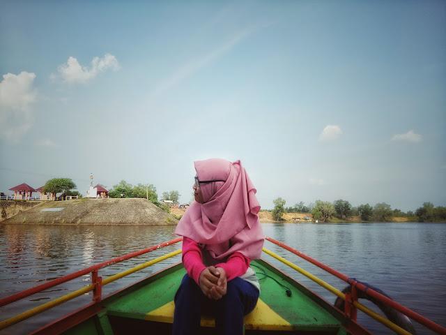 Keren, 8 Rekomendasi Spot foto Dengan Pemandangan Danau gegas Sukakarya yang wajib kamu abadikan|