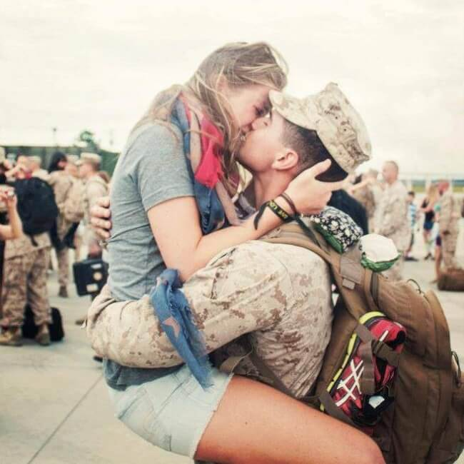 22 Stirring Pictures That Made Even The Toughest Of Us Cry - A soldier came home to hug his girlfriend.