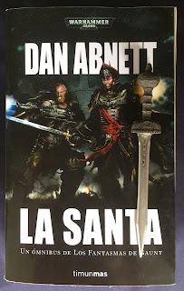 Portada de la edición ómnibus de La Santa, de Dan Abnett
