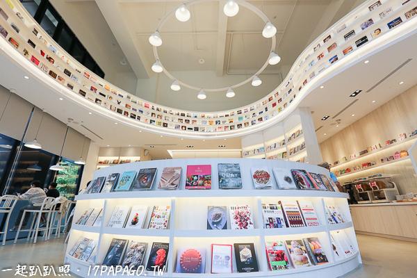《台中.南屯》益品書屋台中館EP-BOOKS-入屋100元,不限時間、滿屋精裝書無限閱覽、飲料無限暢飲