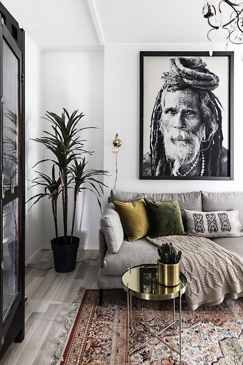 Avotakka, my home, oma koti, sisustus, sisustusinspiraatio, valokuvaaja, Frida Steiner, Visualaddict, interior, inredning, interior4all, interiorinspiration, olohuone, livingroom, samettityyny, HT-Collection, sohva, pellavasohva, Svanefors, taulu
