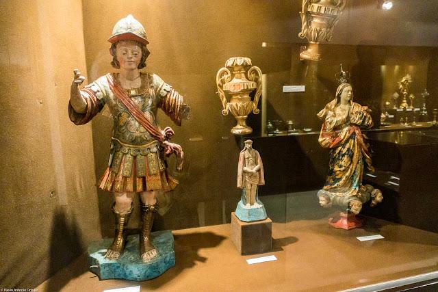 Objetos expostos no Museu de Arte Sacra da Arquidiocese de Curitiba