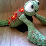 http://www.ravelry.com/patterns/library/sea-turtle-12