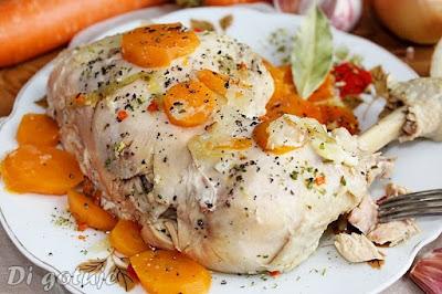 Aromatyczny kurczak gotowany z warzywami