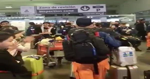 Rescatistas japoneses fueron recibidos con aplausos en el AICM de la CdMx (VIDEOS)