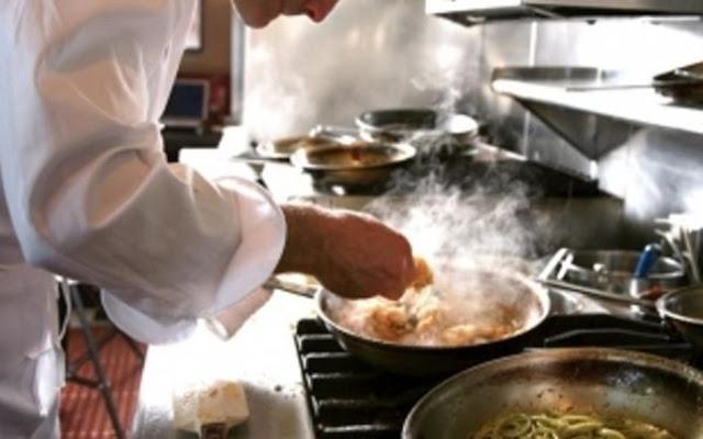 Ζητείται μάγειρας και σερβιτόρος σε  καφέ-μεζεδοπωλείο στο Τολό