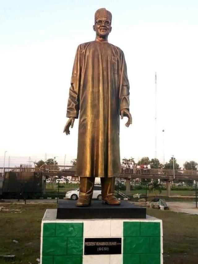 Governor ROCHAS OKOROCHA UNVEILS BUHARI STATUE IN IMO STATE.