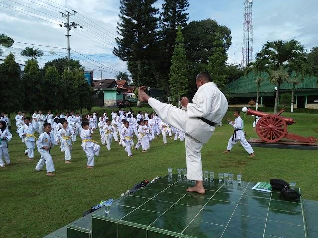 Perwira Kodim  Tumbuhkan Budi Pekerti Luhur kepada Anak-anak lewat Karate