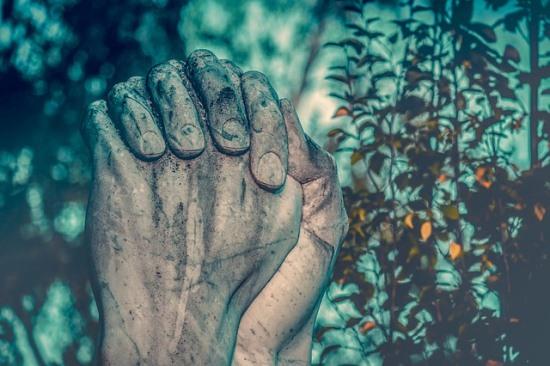 Contoh Cerpen Bahasa Inggris Singkat tentang Doa