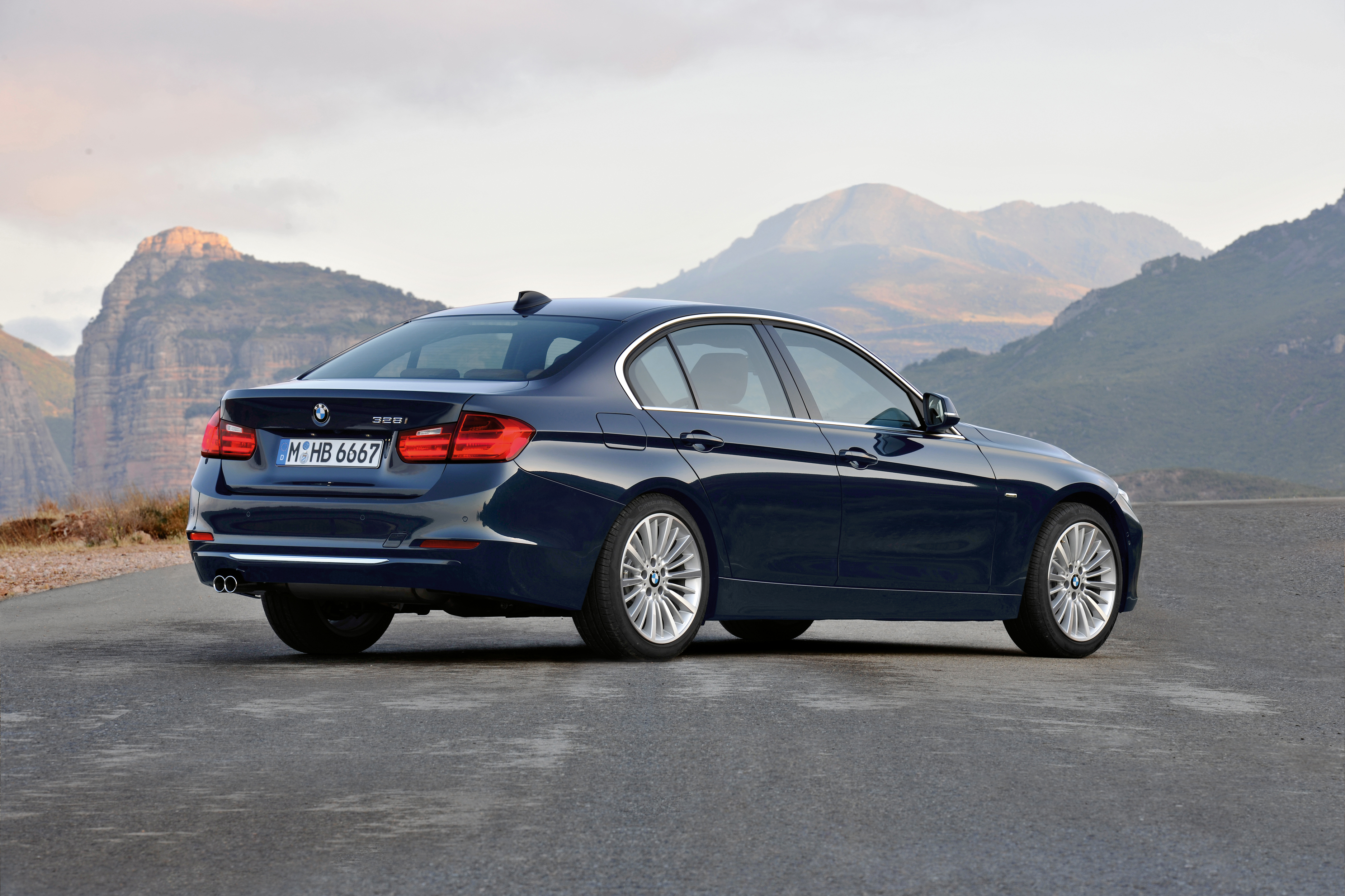 0 to 62mph official 2012 bmw 3 series sedan f30 328i luxury line the photos. Black Bedroom Furniture Sets. Home Design Ideas