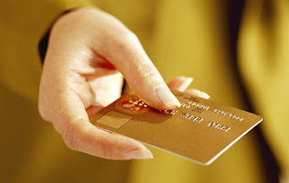 Database Nasabah Pemilik Kartu Kredit Gold