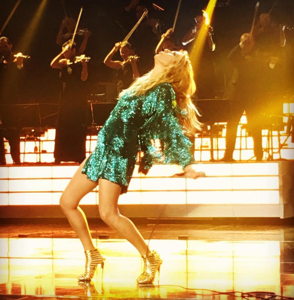 Celine Dion - Flying On My Own (FULL PERFORMANCE) Live In
