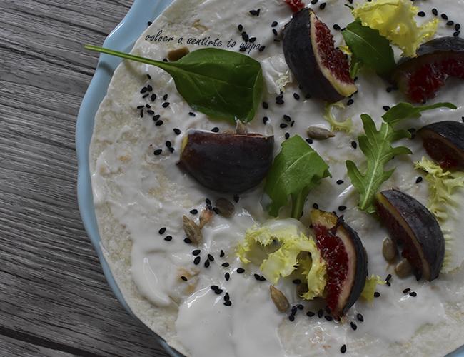 Fajita de Yogur con fruta y semillas