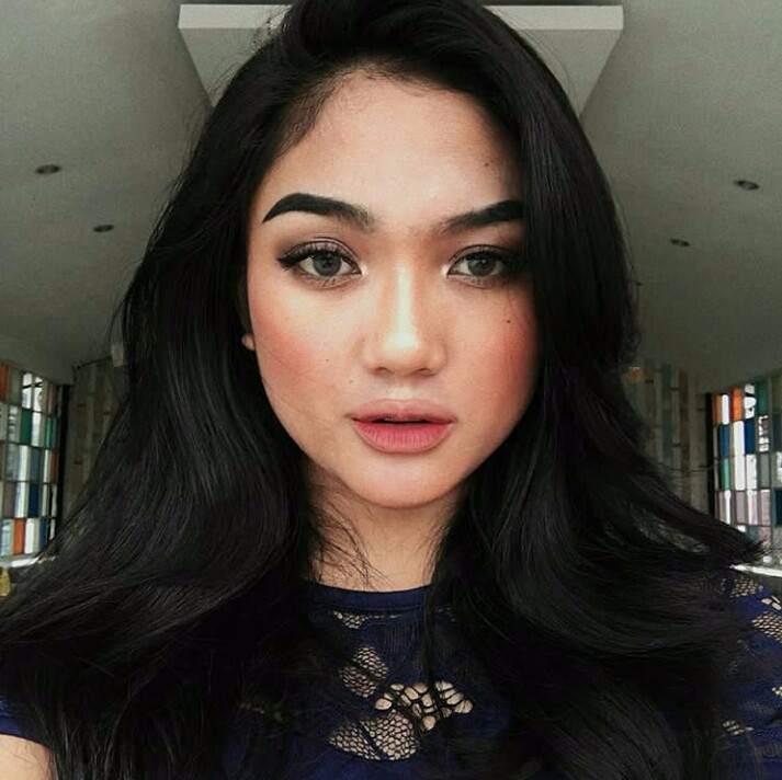 Foto Dan Biodata Marion Jola Kontestan Indonesian Idol