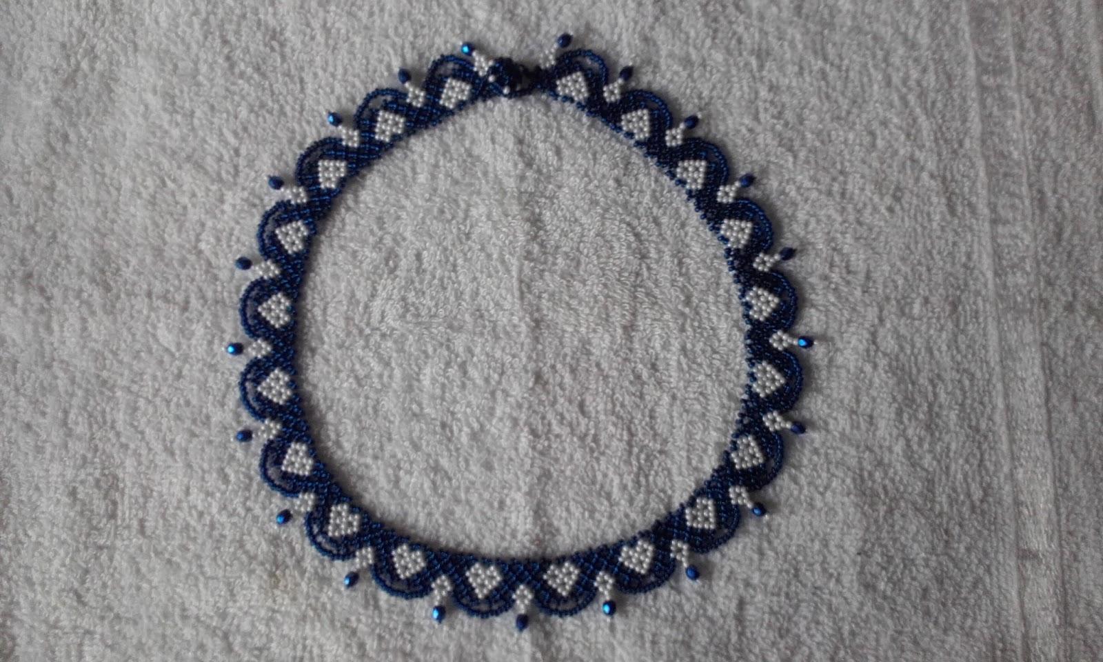 8f27d6f9cf Mindamellett gyönyörű kék csiszoltakat találtam az egyik gyöngyös boltban.  A vidámságát a benne lévő szív motívum adja.