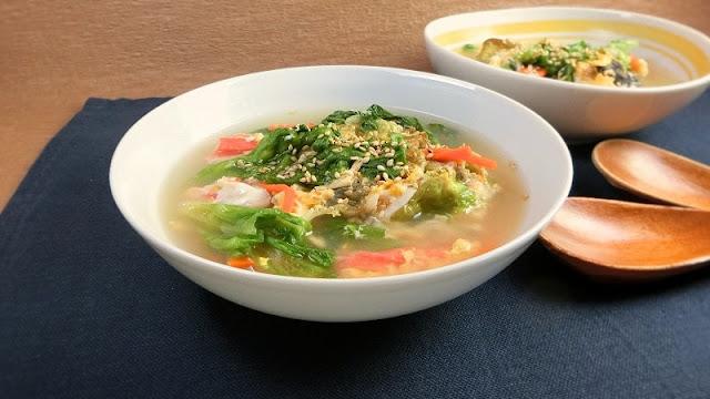リーフレタスと具材たっぷり!一杯で満腹な中華スープの卵とじレシピ