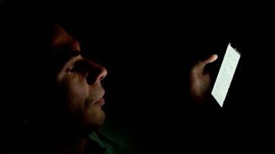 Jangan Nonton Film Begituan di Smartphone, Bahaya Ini Mengancam Anda