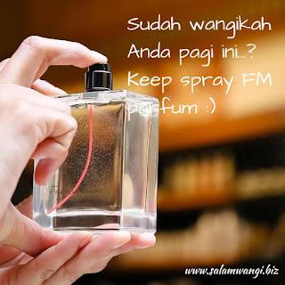 tips memakai parfum, cara pakai parfum yang benar, cara semprot parfum