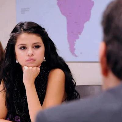 كيف تكتشفين أنه سيتزوجك أم لا امرأة تفكر فتاة مترددة شكاكة متشككة سيلينا جوميز selena gomez girl woman thinking confused hesitated