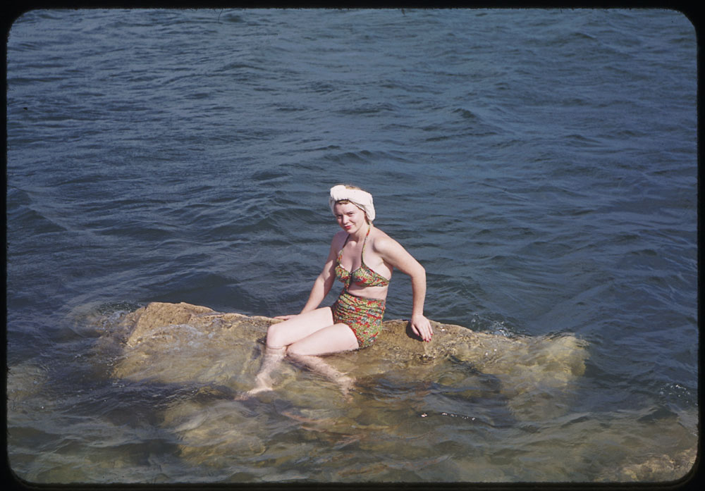 Uuu U >> 27 Gorgeous Color Photographs Capture Sunbathing Beauties of Chicago During the 1940s ~ vintage ...