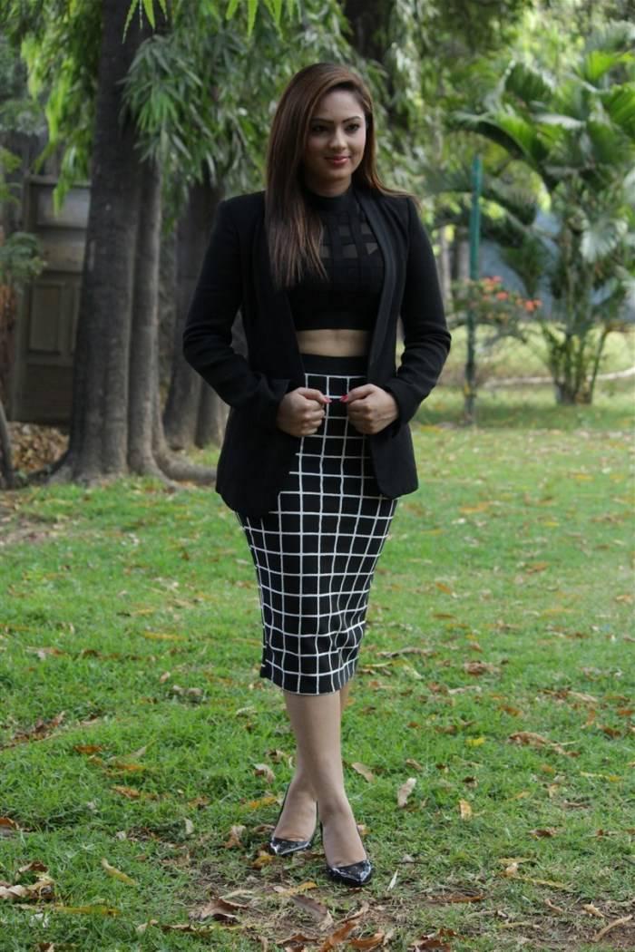 Telugu Hot Girl Nikesha Patel Legs Thighs Photos In Black Dress
