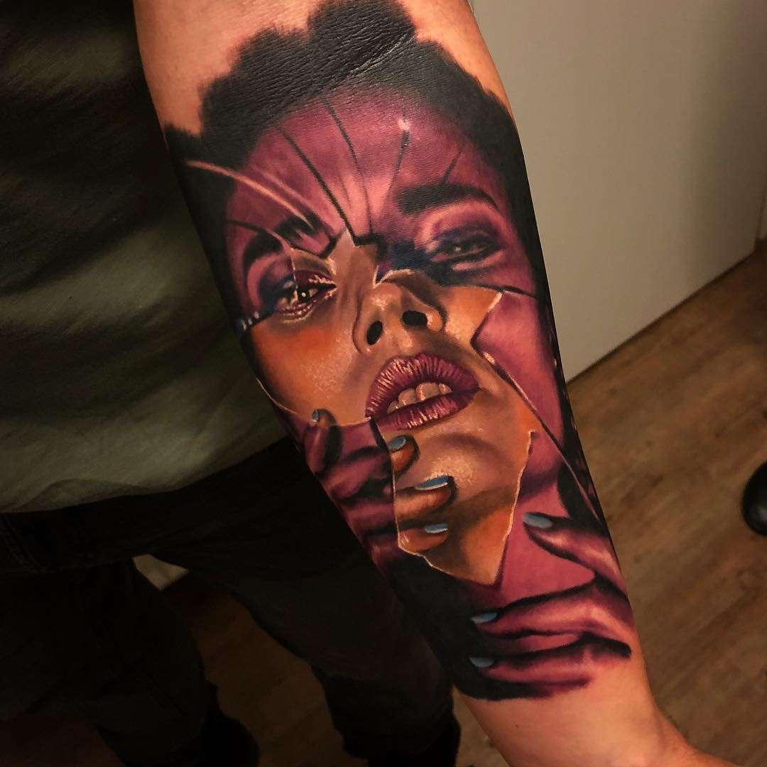 Tatuaje realista de una cara