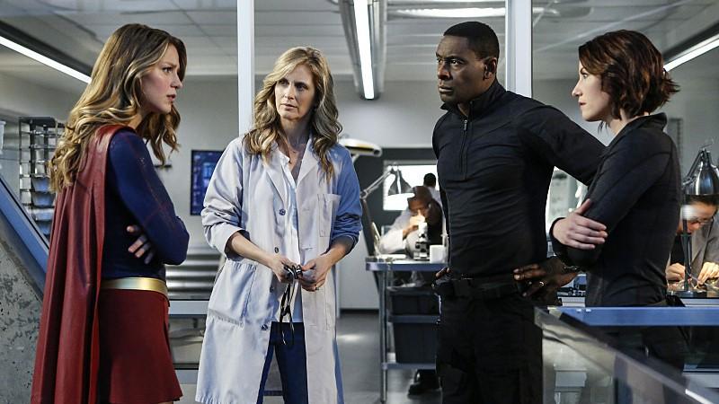 Supergirl, J'onn J'onzz y Alex y Eliza Danvers se enfrentan al virus Medusa