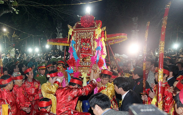 Attractive traditional festivals in lunar January in Vietnam 9