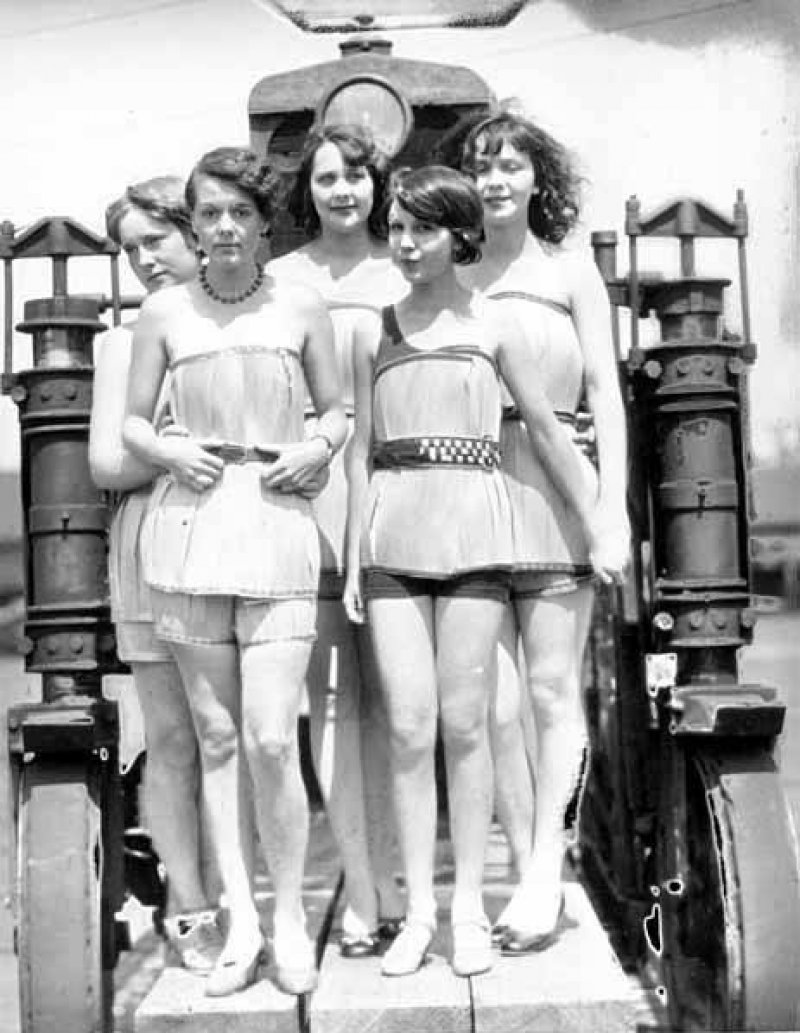 interesting vintage photographs of girls in wooden bathing suits From the 1920s Fashion these interesting photographs captured spruce girls on beach wearing spruce wood veneer bathing suits during wood week to promote products of the gray