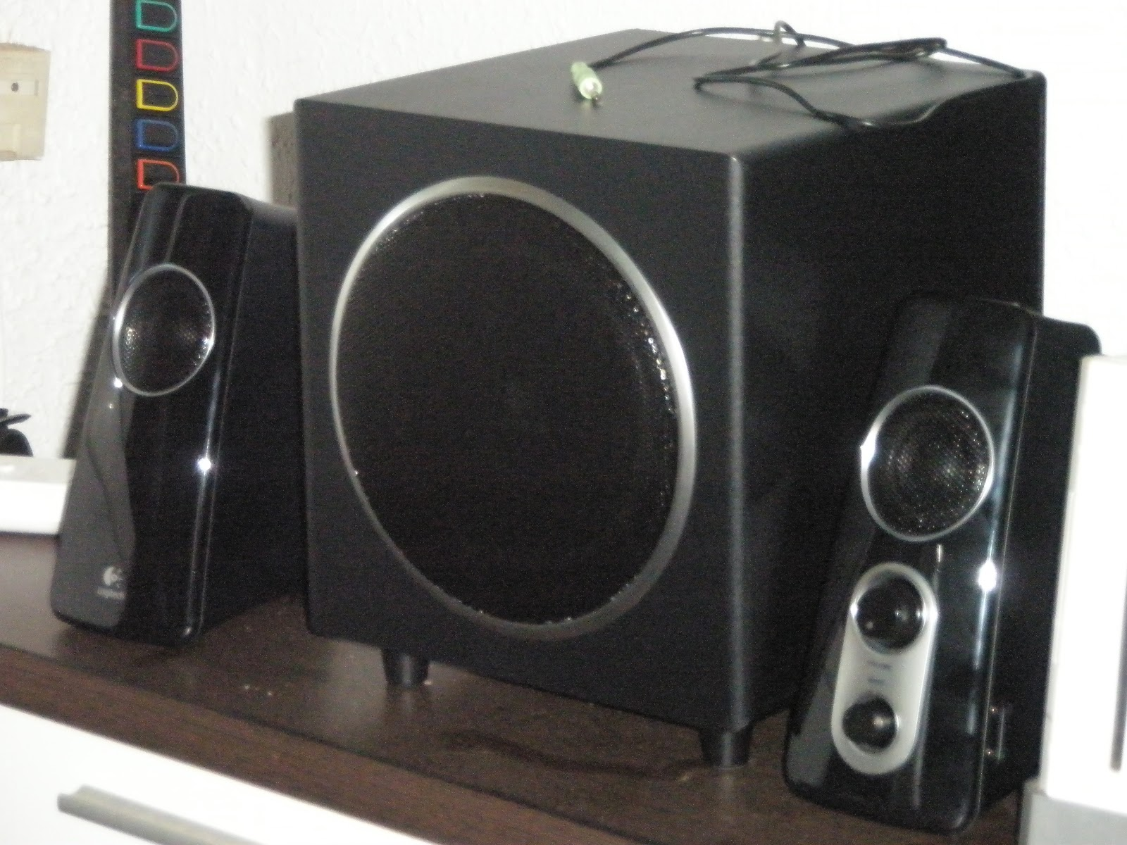 07593562001 -Logitech has a good quality product at an affordable price. The Z523  speakers and subwoofer are no exception.