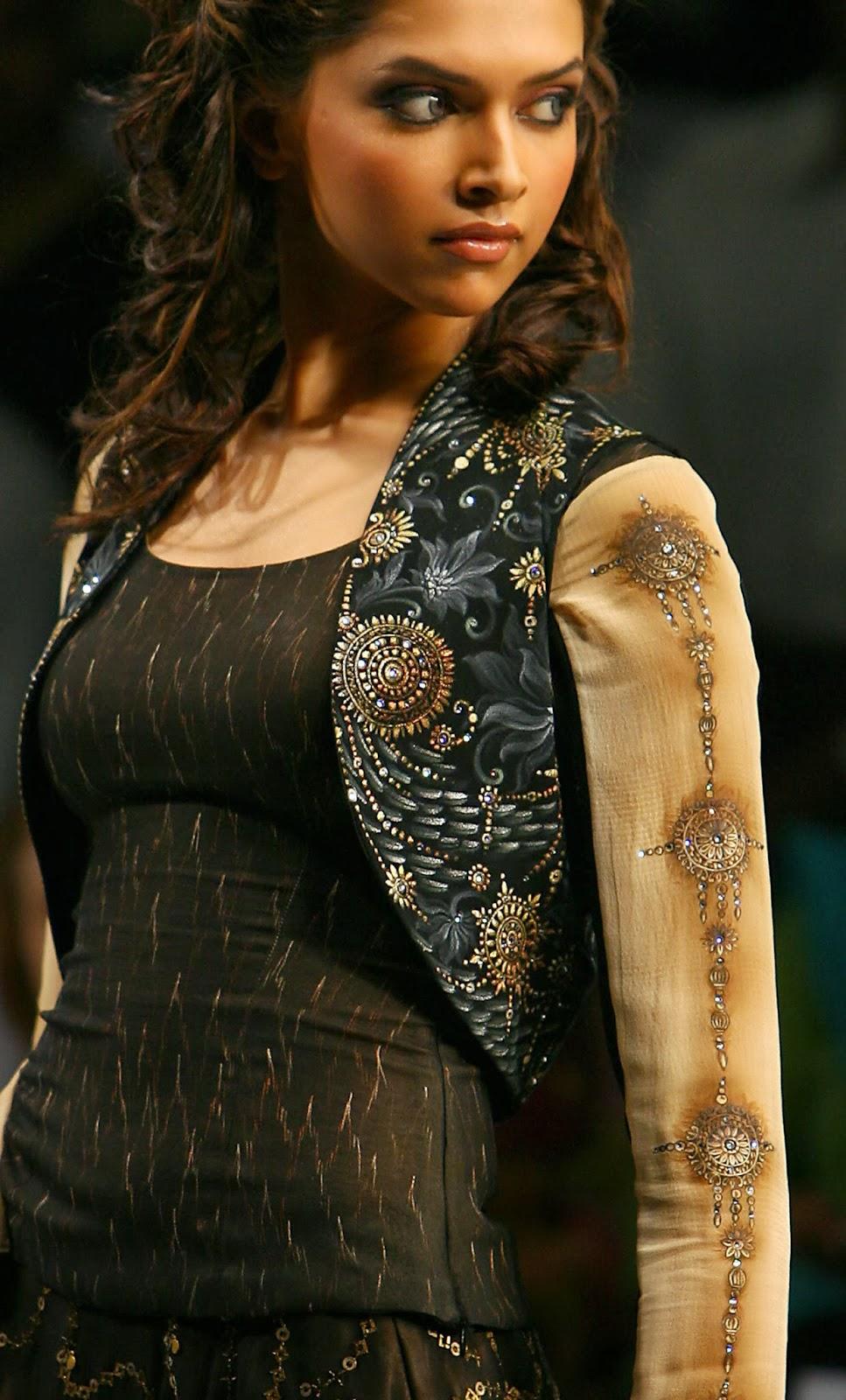 Deepika Padukone Latest Hot Pics