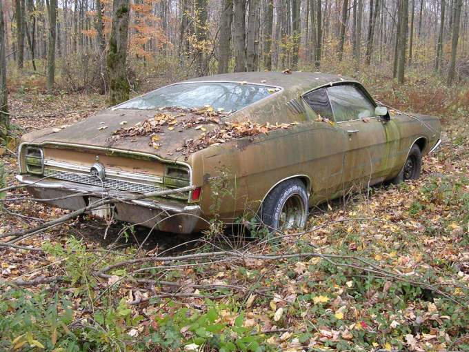 rouille .... - Page 6 Intact-car-in-forest