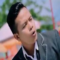 Lirik dan Terjemahan Lagu Ipank - Kandak Rang Tuo