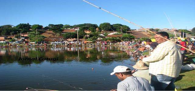 Pescaria liberada neste domingo no lago municipal em Borrrazópolis