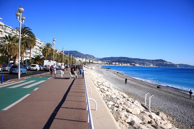 Passeio na Promenade des Anglais em Nice