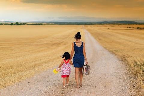 5 Tips Meninggalkan Anak Keluar Kota Dalam Waktu Lama Tanpa Drama