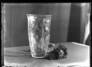 Stillleben Kristallvase geschliffen mit Astern, Glasnegativ 1930-1942