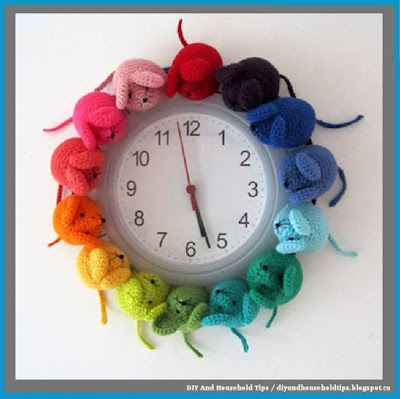 Crocheted Mouse Clock