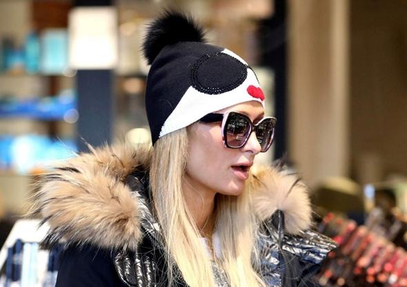 2016-12-26 パリス・ヒルトン(Paris Hilton)アスペンでショッピング。