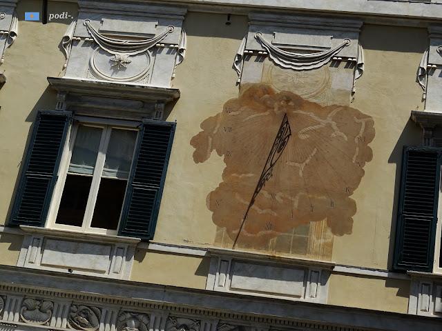 Genova, orologio solare sulla facciata della meridiana