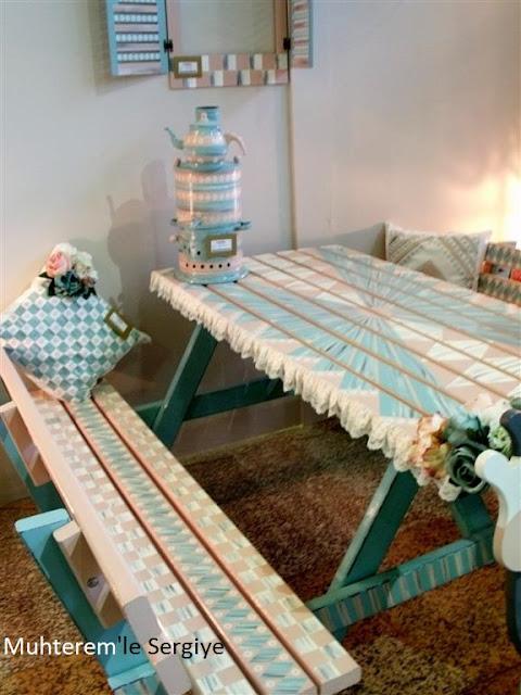 piknik masasında semaver resmi
