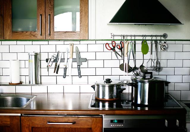 kitchen subway tile backsplash white black grout knife knives magnet rack floating shelf storage