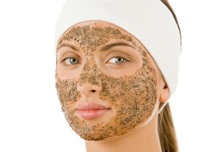 Green tea scrub for youthful and clear skin