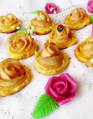 Różyczki z ciasta francuskiego (z szynką)